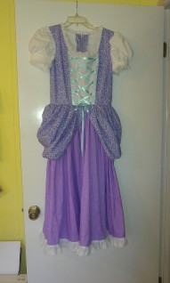 I love the color combination we chose for this dress!