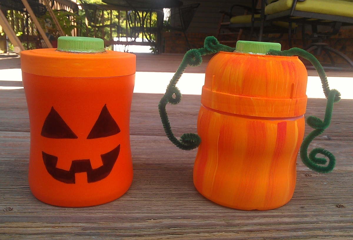 How to make Pumpkins and Jack-O'-Lanterns Out of Recycled Drink Mix Containers